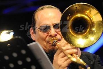 Trombonista a mušlista Steve Turre !!!