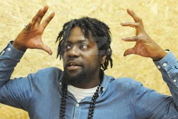 Saxofonista a raper Soweto Kinch !!!