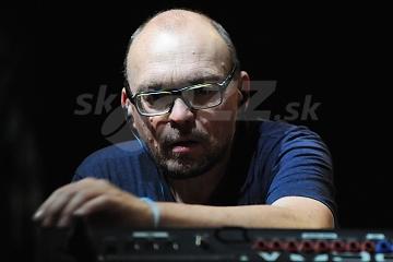 Hráč na klávesové nástroje Bugge Wesseltoft !!!