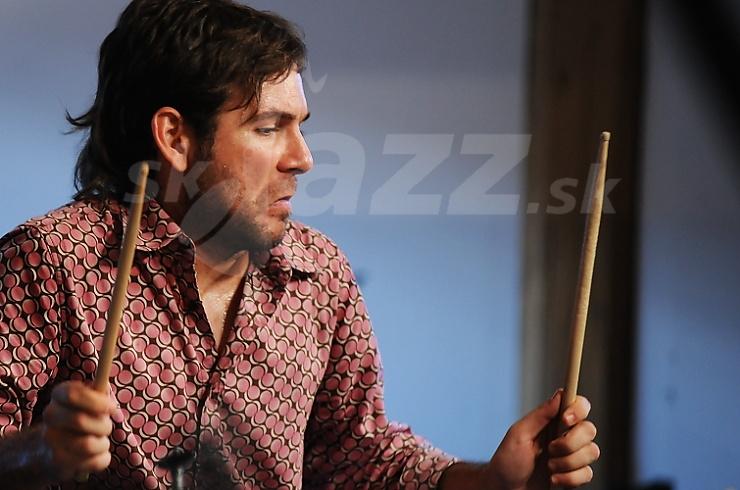 Bubeník Henry Cole !!!