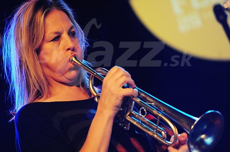 Trubkárka Ingrid Jensen !!!