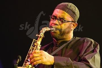Svetoznámy saxofonista oslavuje ... !!!