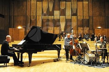 Skvelé Stefano Battaglia Trio pod pyramídou !!!