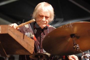 Bubeník Tony Oxley !!!